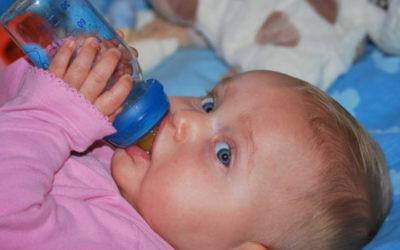Flüssigkeitsbedarf Baby: Wie viel Wasser braucht dein Kind?